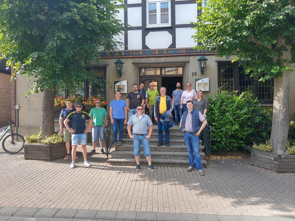 CDU-Kandidaten vor dem Deutschen Haus in Willebadessen